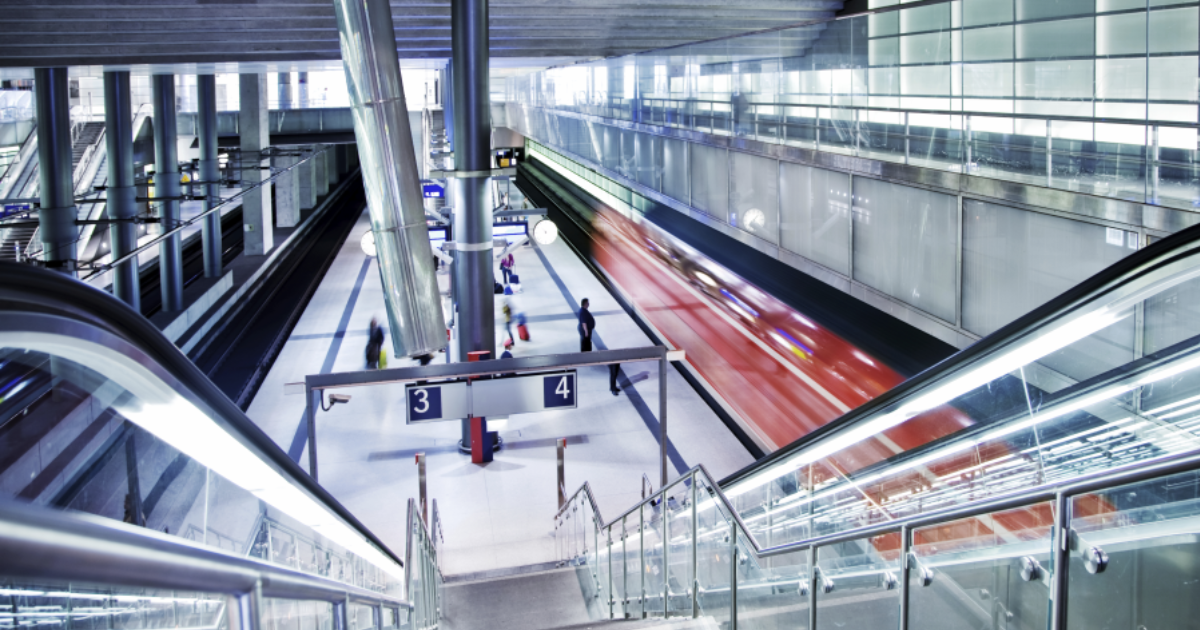 Bahnstation_Ankunft-1200x630