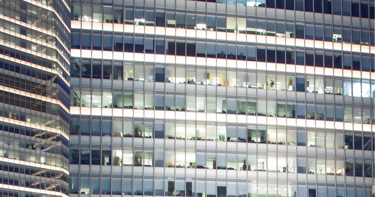 Firmengebaude_Glas_Zutrittskontrolle-Zaehlfunktion