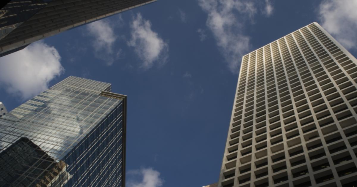 Wohnungswirtschaft-gebaude-himmel-hochhauser
